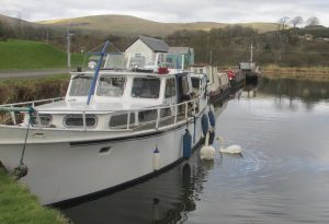 A houseboat at Auchinstarry Marina